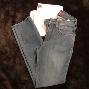 NWOT ladies skinny jeans size 2p by NYDJ